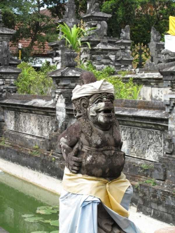 Tempelstatue auf Bali