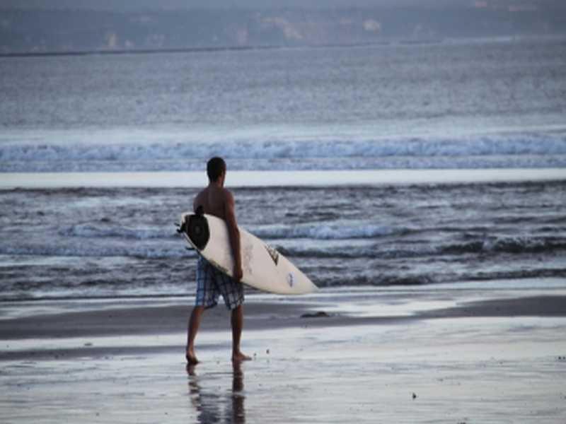Surfer am Legian Beach